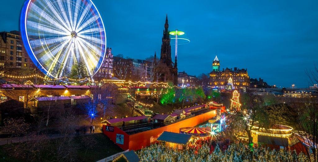 Edinburgh Christmas Market at night
